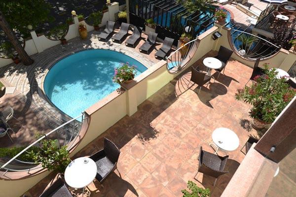hotel con piscina rimini